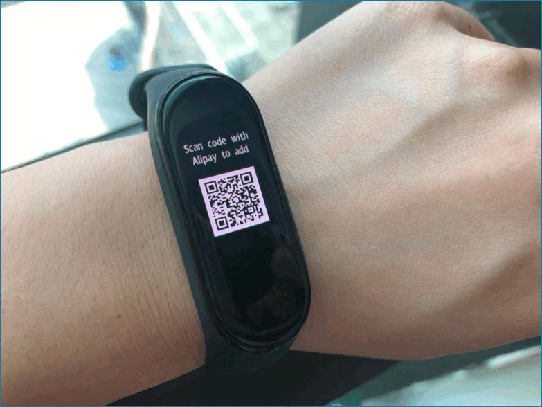 QR код на фитнес браслете